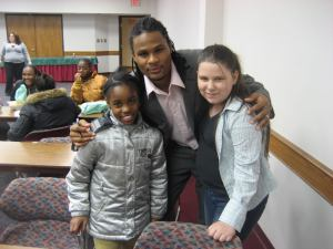 Cribbs with some young children at a Cleveland-area library.